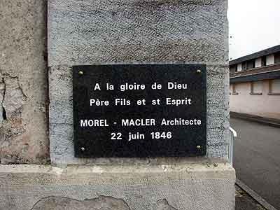 plaque indiquant l'architecte de l'église luthérienne de Mandeure